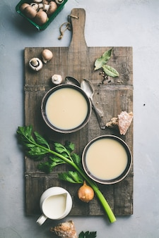 自家製きのこのスープと食材のボウル