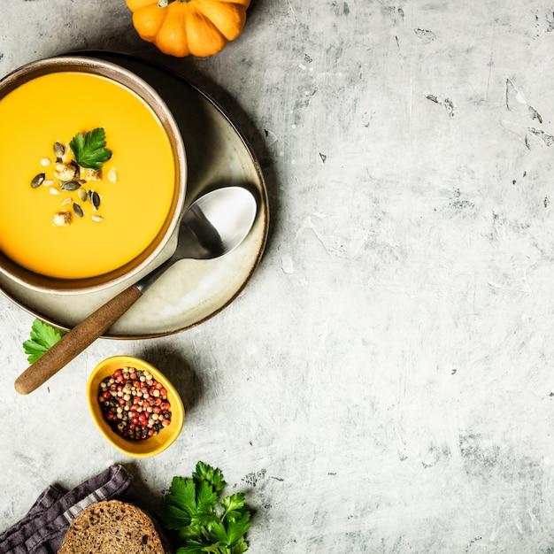 Крем-суп из тыквы с семечками, плоская композиция
