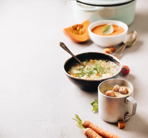エンドウ豆、トマト、野菜スープ、具体的な背景の成分