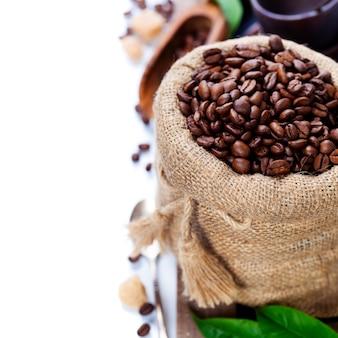 黄麻布の袋にコーヒー豆