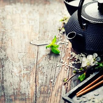 Китайский чайный сервиз и палочки для еды