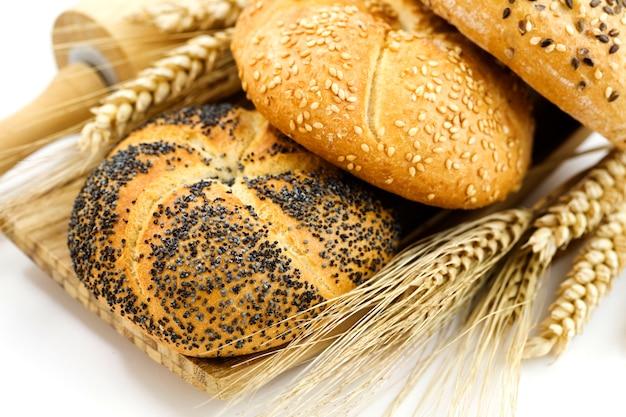 小麦とさまざまな種類のパン