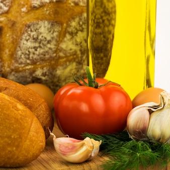 トマト、パン、ニンニク