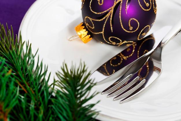 クリスマスと新年の休日テーブルの設定