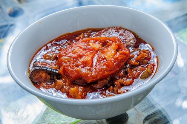 中東のおかず-ベトナムの真ん中で伝統的な料理