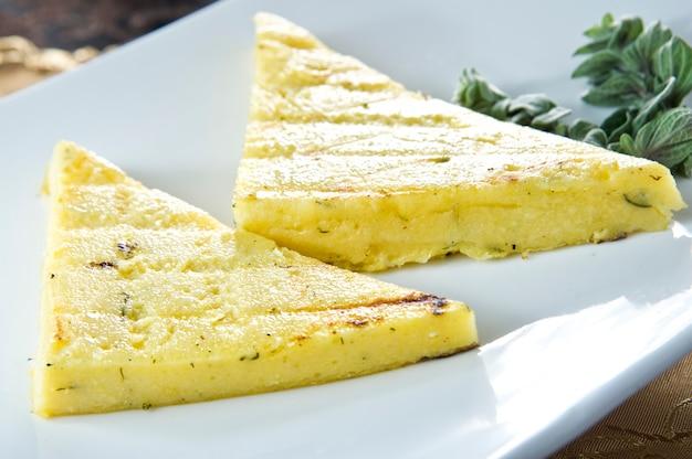 Жареные бутерброды с ветчиной и сыром.