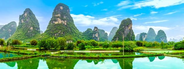 中国のスカイラインの風景竹観光川