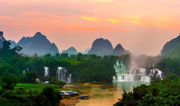 新鮮な旅行ベトナム自然な中国の石
