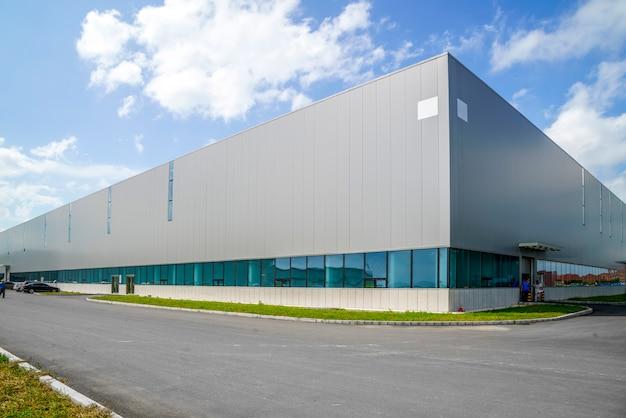Промышленный парк, здание завода, склад