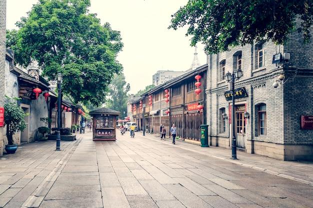Здание аллейный камень азиатский семь