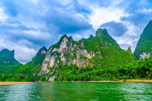 風景の風景ピーク有名な水