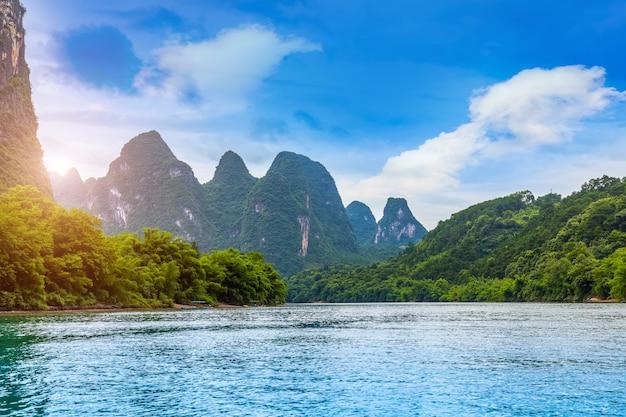 風景の風景のピークの高山