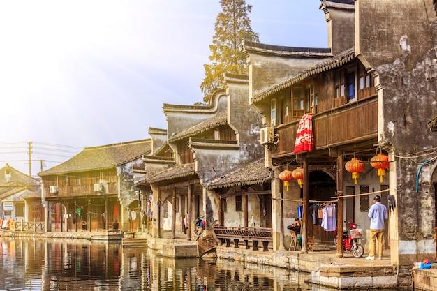 通りの桟橋古い家の中国語