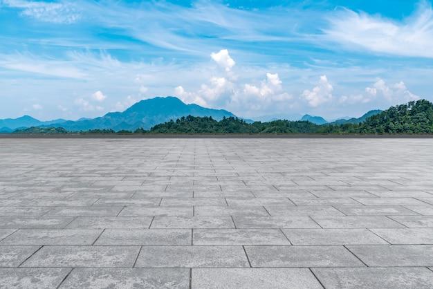 美しい景色と空雲の空の大理石の床。