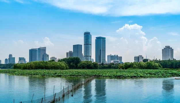 Городские озера и современная архитектура