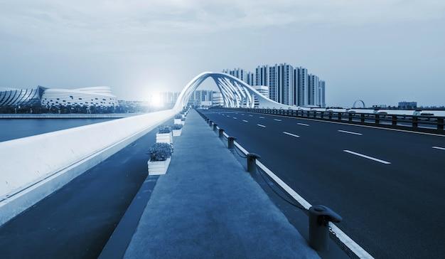 現代都市建築の橋梁構造