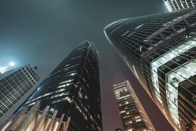 Следы света на современном здании