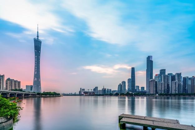 広州の美しい都市建築景観のスカイライン