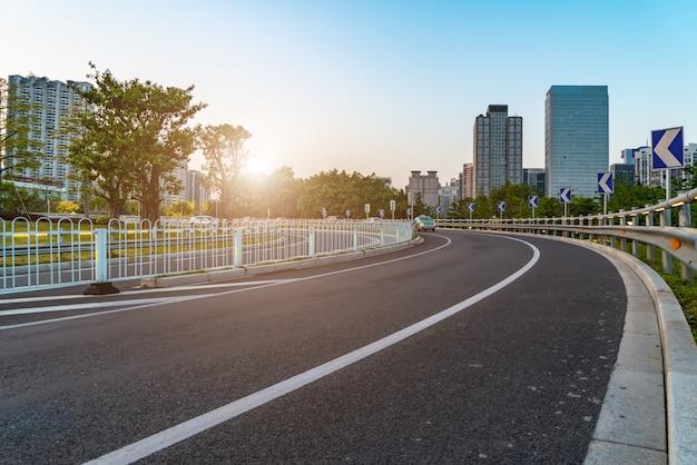 広州市の道路と建築景観