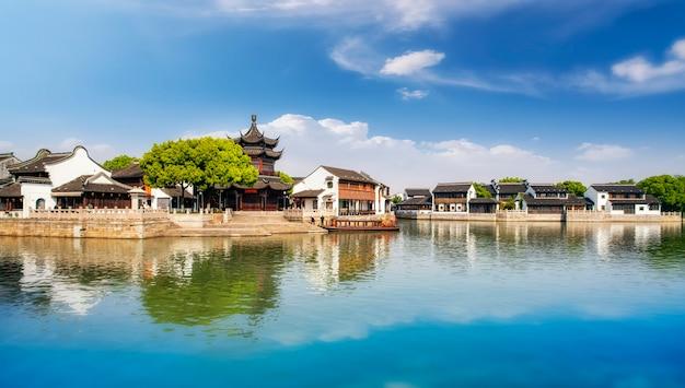 Старинные здания и дома на улице шаньтан, сучжоу