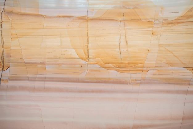 ベージュの大理石のスラブの背景の壁