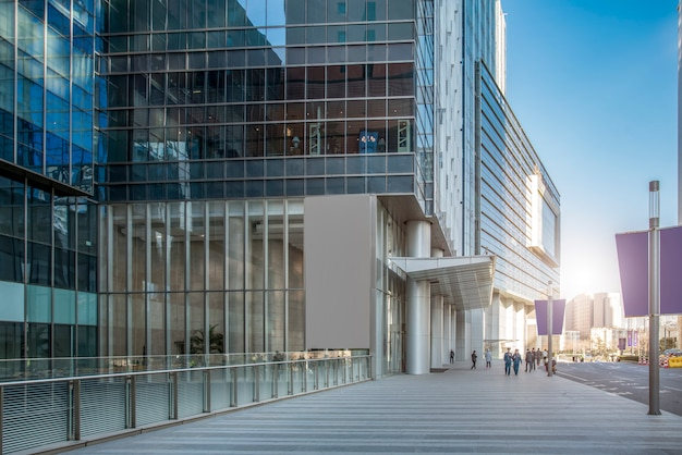 都市ビル金融街の事務所ビル