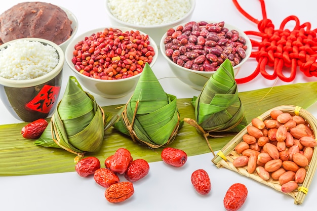 食べ物の伝統的な葉蒸し米料理