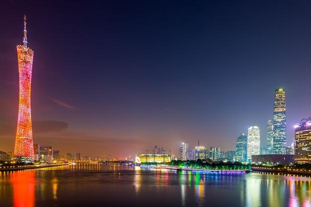 中国の観光塔の近代的な景色