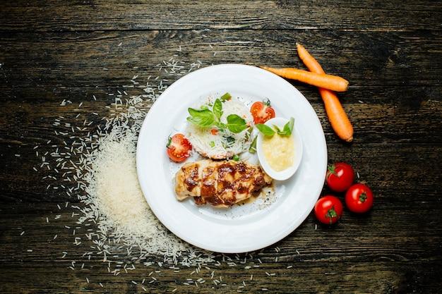 Куриное филе с яйцом и рисом
