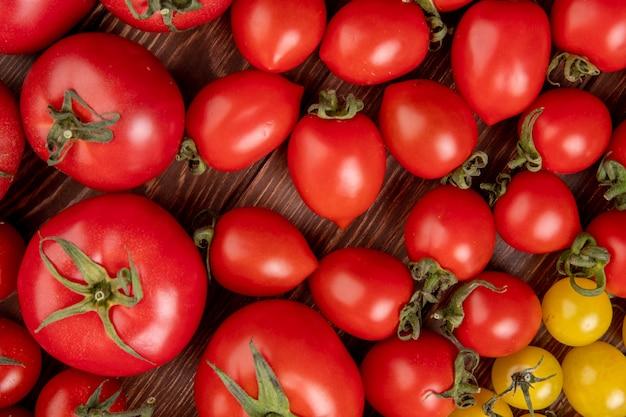 木の上のトマトのパターンのトップビュー