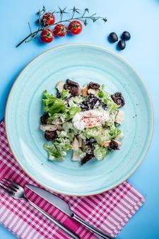 Салат из трав со сметаной