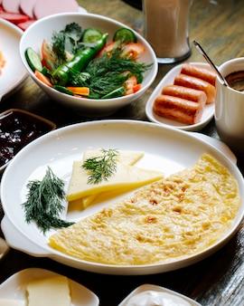 Омлет и сыр
