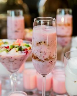 Молочные коктейли с разными начинками