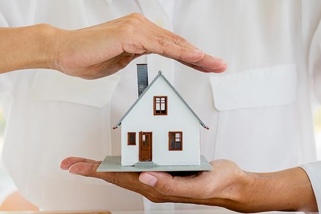 保険ホームハウスライフカープロテクション保護の概念