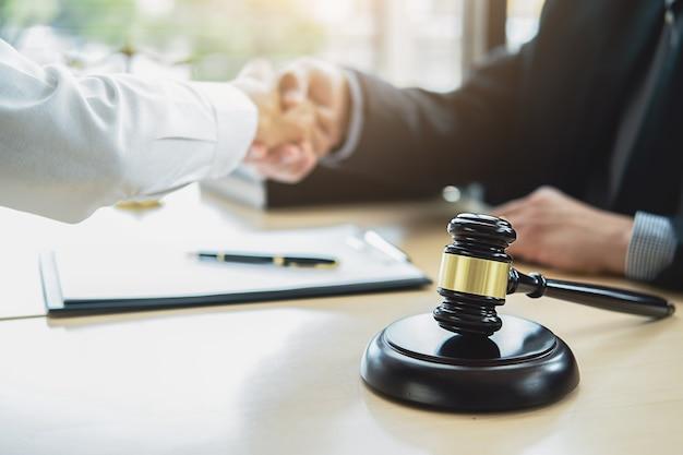 Концепции права и юридические услуги