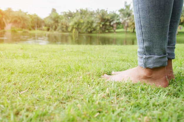 Ноги счастливый молодой курорт красоты жизни