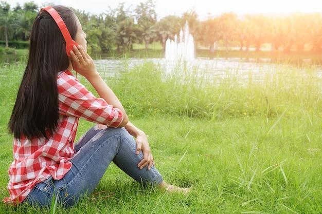 美しさ、草、ヘッドセット、ライフスタイル、学生、楽しむこと