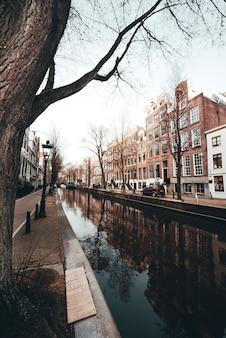 アムステルダムのオランダ運河