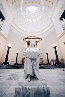 デンマークの教会の天使の彫刻