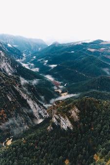 オーストリアの谷の孤独な家