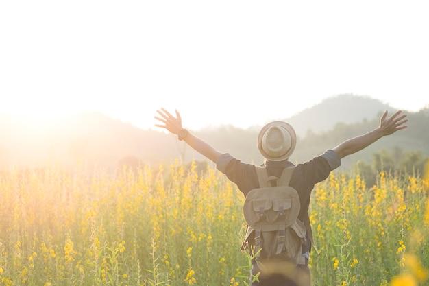 自然を楽しむ屋外と旅行の自由とリラクゼーション