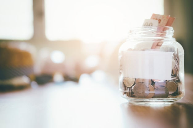 ビジネス金融と節約のお金の概念。
