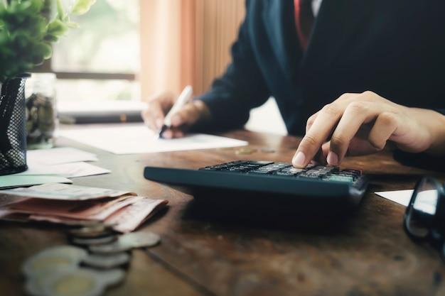財政節約の経済の概念。