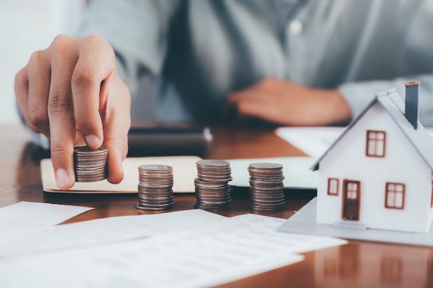 不動産投資と住宅ローンの金融の概念。