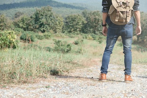 旅行夏休みとライフスタイルハイキングのコンセプト