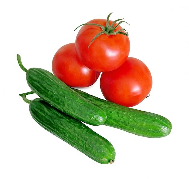 トマトときゅうり、白で隔離されます。