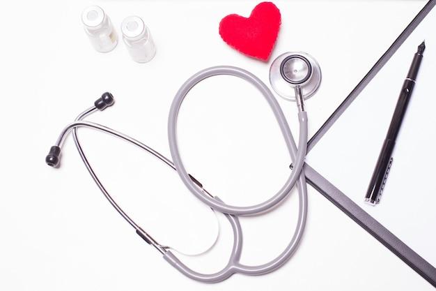木製の医者の机の背景、水平な医学の概念