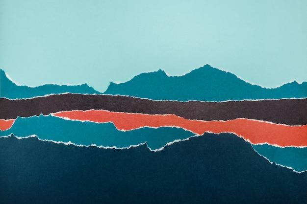 破れたエッジを持つ色紙の層。抽象