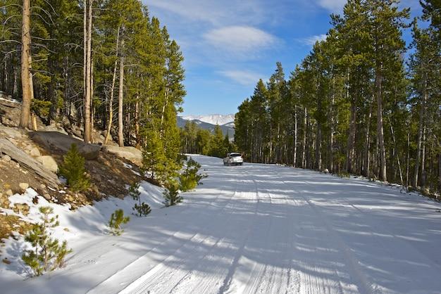 Снежная горная дорога