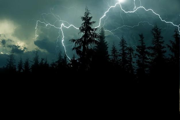 Бурный ночной фон